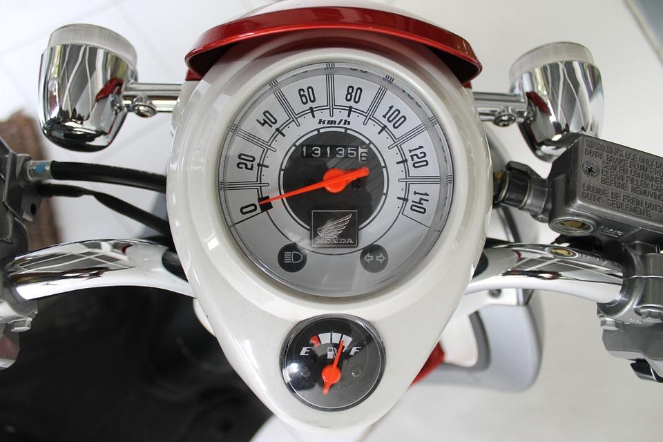 L'utilité de mettre de l'huile sur le moteur de la moto